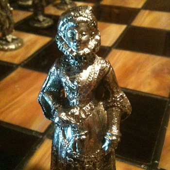 antique chess set (cont'd) - Games