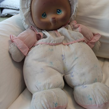 Need Help Identifying Unknown Doll - Large Cloth Doll late 80s/early 90s. Plastic face.