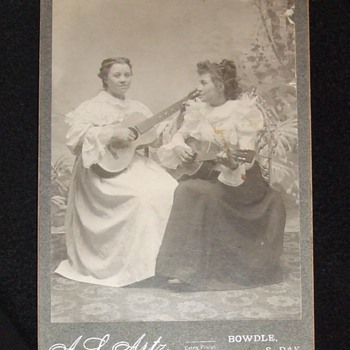 Guitar pickers - Photographs