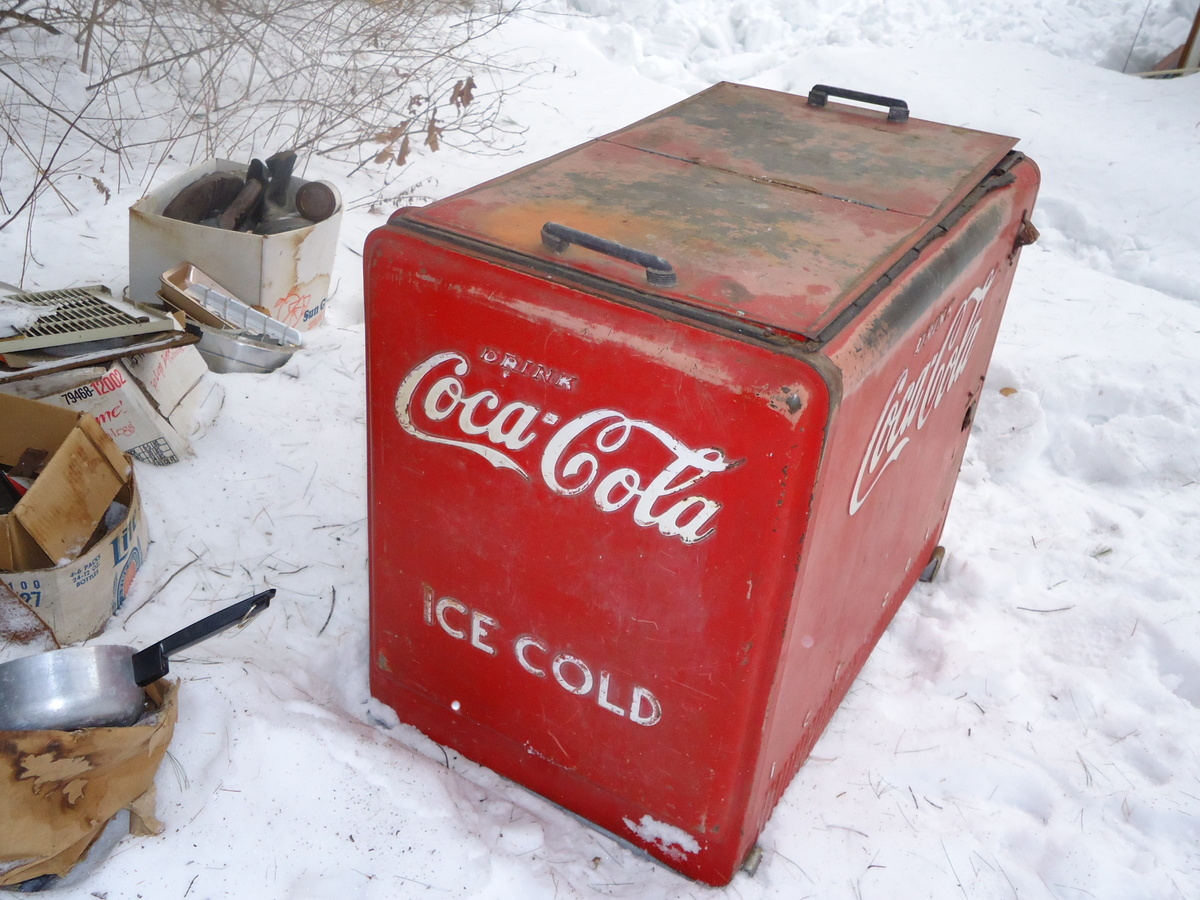 Vintage coca cola refrigerator collectors weekly for 1 door retro coke cooler
