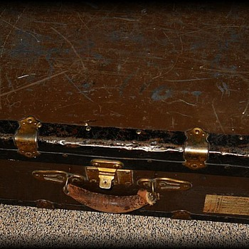 Old Suitcase metal Trunk ----> PART ONE