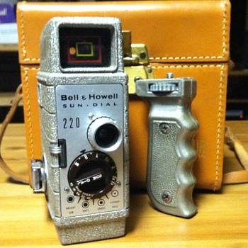Bell & Howell Sun Dial 220 - Cameras