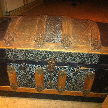 Metal and wood  trunk barrel or round top - Furniture