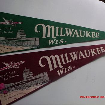 Pair of Vintage Milwaukee Wisconsin Travel Souvenir Felt Pennants  - Advertising