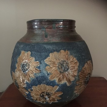 SUNFLOWER VASE WITH IRIDESCENT AROUND RIM AND BASE