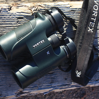 VORTEX 'DIAMONDBACK' 10 x 42 WATERPROOF BINOCULARS