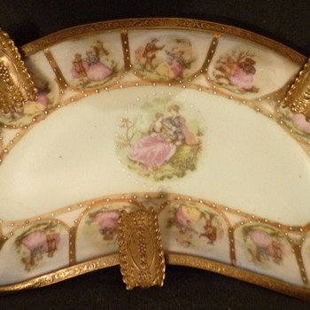 Can you identify this beautiful porcelain ashtray