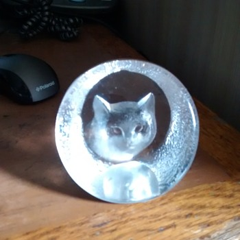 A Cat Face paperweight with an etched signature and number, not easy to read M Y Swellm 9176 - Animals