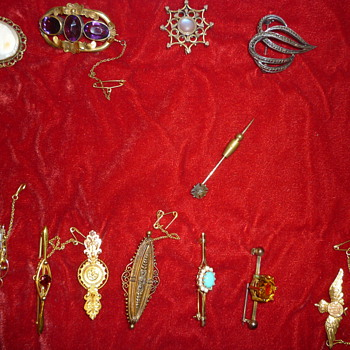 Assorted brooches - Fine Jewelry