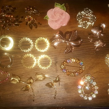 grandma's jewelry... - Costume Jewelry