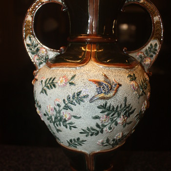 MYSTERY VASE  - Art Pottery