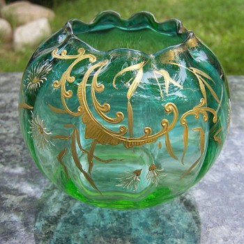 Late 19th Century Bohemian Gold Enamled Vaseline Rose Bowl - Art Glass