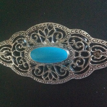 Art Nouveau moments.....in brooches....