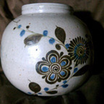 Round Vase With Intriguing Signature - Art Pottery