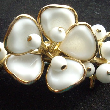 Signed Trifari poured glass brooch. - Costume Jewelry