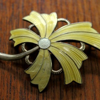 Norwegian sterling silver and enamel brooch - Fine Jewelry