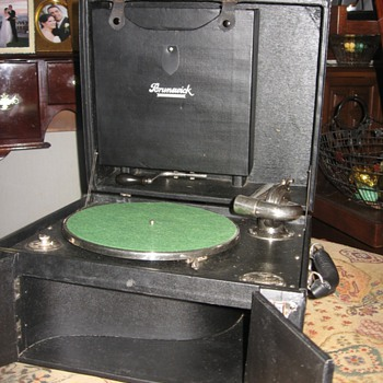 1923 Brunswick Model 101 - Records