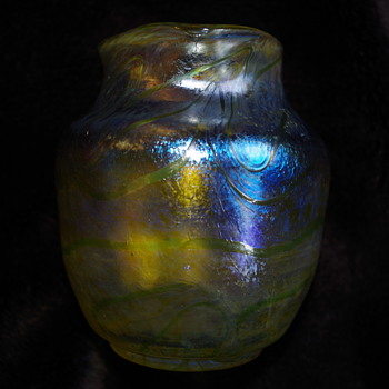 FRITZ HECKERT IRIDESCENT GLASS VASE