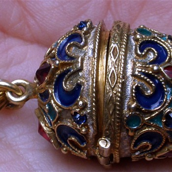 Unusual high detailed jeweled Russian style egg - Fine Jewelry