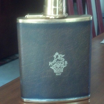 What is this?  English Flask - with logo HB 1667?