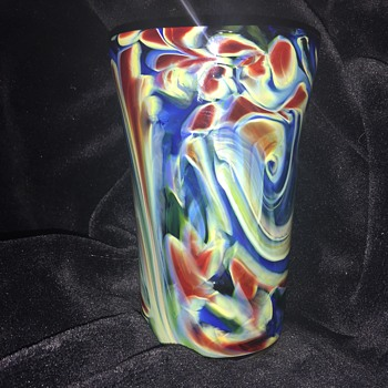 Pretty glass vase  - Art Glass