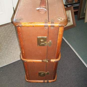 Luggage/Trunk Built to  Travel  With Style