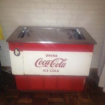 Vintage coke fridge. :-)