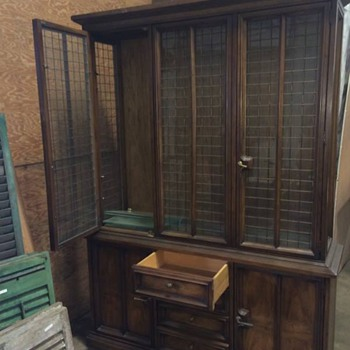 Beautiful Drexel China Cabinet - Furniture