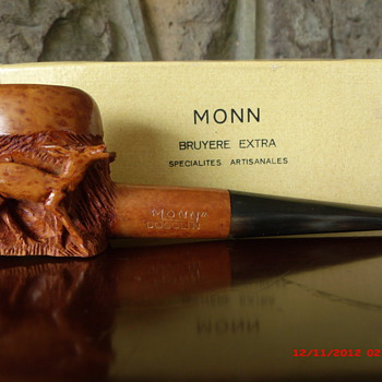 A very nice hand carved pipe with three deer carvings. - Tobacciana