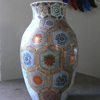 reign marked vase....