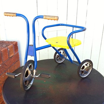 Pedalkar - Tri-ang Childrens Trike ??? HELP!! - Outdoor Sports