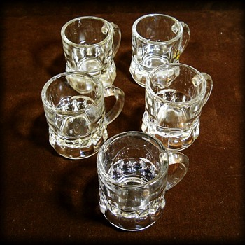 FEDERAL Barware GLASS -- Vintage SHOT Glasses ( 5 ) Mini Size - Glassware