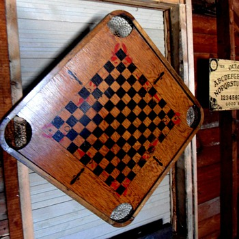 Old Checker board - Games
