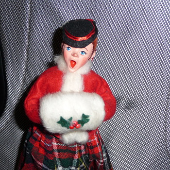 Simpich Doll Muff Lady Caroler - No Date? - Dolls