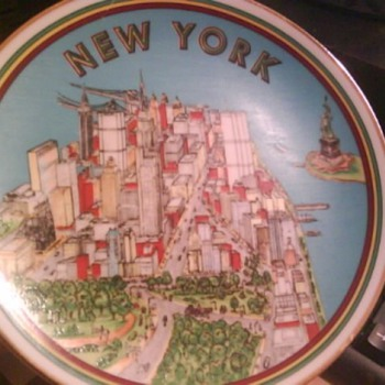 LTD EDITION-NEW YORK Souvenir collectible plate - China and Dinnerware