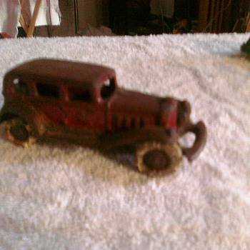 This cars akso perplexes me....  It is a heavy cast from the early 30's or ?  Arcade or ?  Not what I usually collect but someo