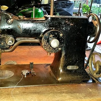 1933-ish Singer 107w1 Industrial Zig Zag sewing machine - Sewing