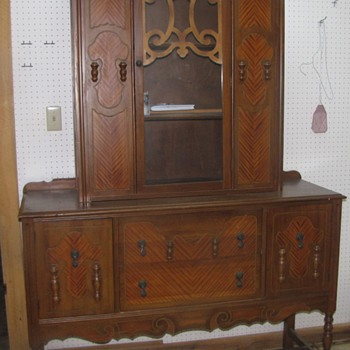 help me identify my hutch!! - Furniture