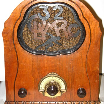 this is a 1932 magnavox olympic radio. it seems that no-one out there in radio land knows anything about this radio.