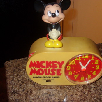 vintage mickey mouse alarm clock radio