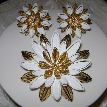 Sarah Coventry Brooch with Earrings - Costume Jewelry