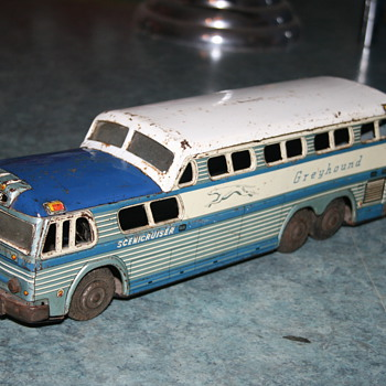 greyhound bus scenicruiser tin toy - Toys