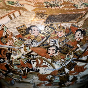 Koro with great scenes of a Samurai battle - Pottery