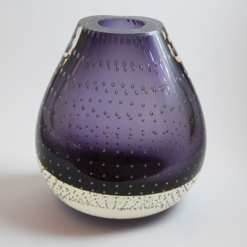 Controlled Bubble PurpleVase,Unknow Maker, 20 Century - Art Glass