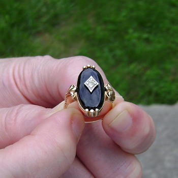 Avon Ring - Victorian Collection - Costume Jewelry