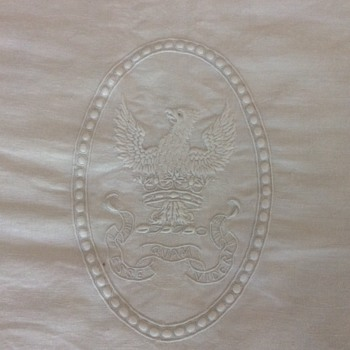 Damask linen with insignia - Rugs and Textiles