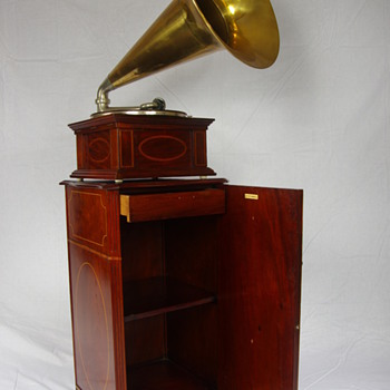 G&T Sheraton model A with original G&T mahogany cabinet 1907/11 - Records
