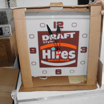 Hire's Root Beer Clock in the original box - Signs