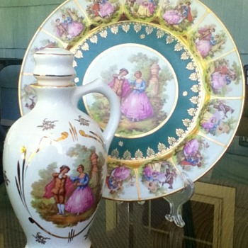 Decanter & dinner plate that happen to match - China and Dinnerware