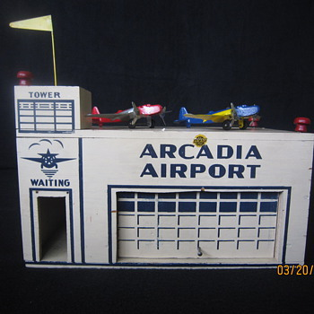 1941 Arcadia Airport w/ Airplanes &amp; Flag An Arcade Toy Made in USA  - Toys